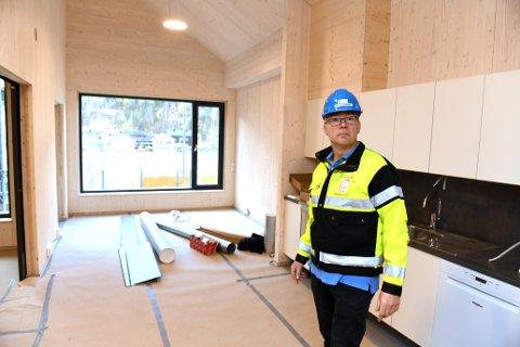Sel kommunes 16 leiligheter for funksjonshemmede er snart ferdige på Otta brygge. Prosjektleder Per Ivar Dahlum sier beboerne kan flytte inn i løpet av vinteren.