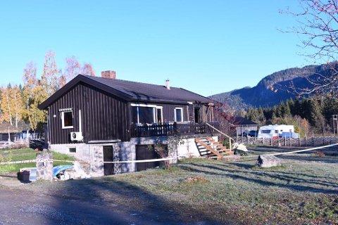 TOTALSKADD: Et hus, som blir brukt av Ferie- og Avlastningssenteret Gausdal AS, ble totalskadd under brann natt til fredag.