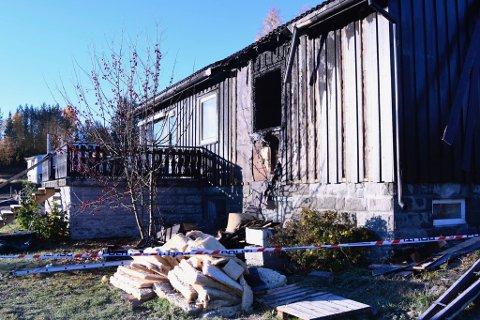 BRANT: Dette huset ble totalskadd i brann natt til fredag.