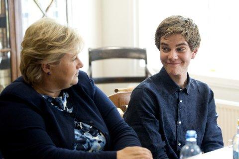 - Vi roser regjeringen for satsingen de gjør på lærernormen og nyansettelser i skolen, sier Mikkel Fæste Klashaugen som er leder av Elevorganisasjonen i Oppland. Her er han i møte med statsminister Erna Solberg da hun besøkte Lillehammer videregående skole i 2017.