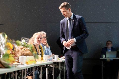 TETT PÅ: Hilde Ekeberg var en av Knut Arild Hareides nærmeste støttespillere under landsmøtet på Gardermoen
