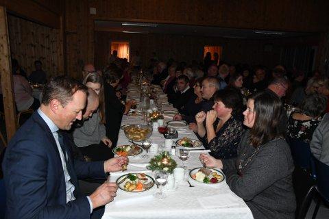 Fullsett sal og god mat da Sjårdalen samfunnshus markerte jubileum.