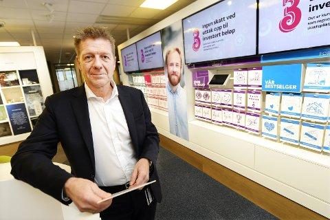 RETRETT: Banksjef Bjørn Warnaar i DnB gjenåpner nedlagt bankkontor på Otta.Foto: Asmund Hanslien
