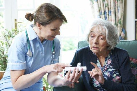 FORVIRRES: Mange eldre møter alt for mange kommunale hjelpere i sin hjemmebaserte omsorg. HighwayStarz, colourbox
