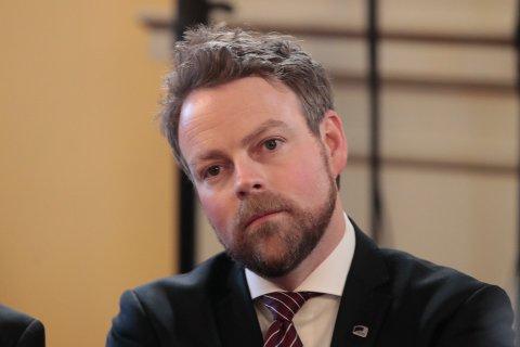 Næringsminister Torbjørn Røe Isaksen (H) må svare på kritiske spørsmål fra Stortinget i forbindelse med saken om Innovasjon Norge. Foto: Lise Åserud / NTB scanpix