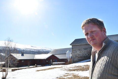 KLIMAFLYKTNING: Arne Manger (36) stråler av glede over de mulighetene han har fått på Lesja.