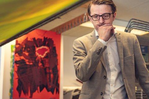 Sverre Koren Bjertnæs er årets Peer Gynt kunstner.  - Jeg er opptatt av å knytte kulturfeltene sammen, sier han og gleder seg over at det nye galleriet er tett på Peer Gynt-teateret på Gålå i sommer.