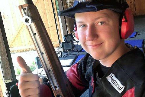 FORNØYD: Øystein Breden, Gudbrandsdal Sportsskyttere, ble nummer to i U16-klassen.