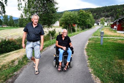 Venter: Ståle Sønstelie og Ingolf Bones venter på Husbanken. Det gjør også 11 ringbygginger som gleder seg til å flytte inn i nye leiligheter.