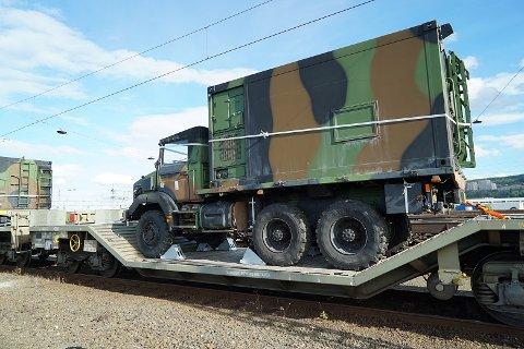 Nato-øvelsen benytter også jernbanens infrastruktur. Her kommer første tog til Alnabru, og skal videre til Elverum.