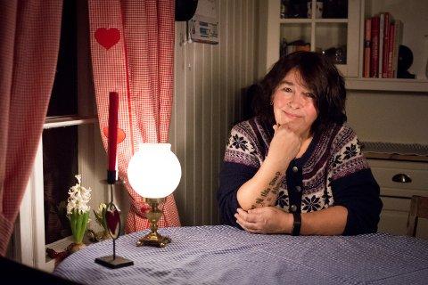 Anne Synnøve Skansen Østensen (54) fikk diagnosen ADHD som voksen.  Nå har hun lært å temme den indre uroen.