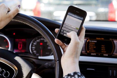 Utrygt: Prikkbelastning for mobilbruk fører forhåpentligvis til tryggere trafikk.Arkivfoto