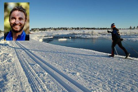 I det 350 kilometer lange skiløypenettet i Lillehammerregionen er det plassert ut 30 turposter som skal få flere folk ut på ski og til nye steder. Bernt Bjørnsgaard (innfelt) er en av ildsjelene. Bildet er fra Kroksjøen.