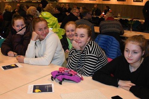 Lina Brustugun, Camilla Bøhle, Hege Kveen, Tina Marie Randen og Desi Fosstugun setter pris på at de fikk delta under markeringen.