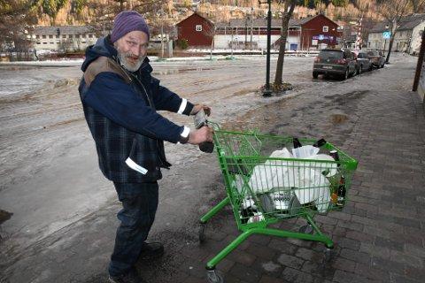 Nils Øie har etter hvert blitt en kjent skikkelse i Otta sine gater.