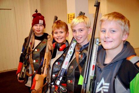 Ungguttene som hadde det moro på skyteskole. Fra venstre: Johannes Torbjørnsen, Marcus Moen Ørslien, Emil Moen Moringen og Petter Bergslien.