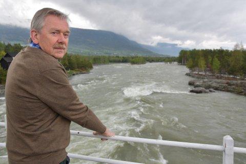 Ordfører Elias Sperstad i flomutsatte Skjåk er ikke fornøyd med det beløpet statsbudsjettet bevilger til flom- og rassikring.
