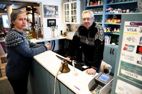 Om 90 prosent av norske husstander har høyhastighets bredbånd i 2020, hjelper det ikke turistvertene Grethe Gillebo og Arthur Bredli, andre espedøler og andre i tilsvarende situasjon.