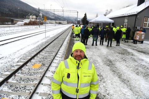 Per Kristian Hansen fra Vinstra har vært byggeleder på nytt kryssningsspor på Kvam stasjon. Endelig fikk han jobbe «frå heme», som han sier.