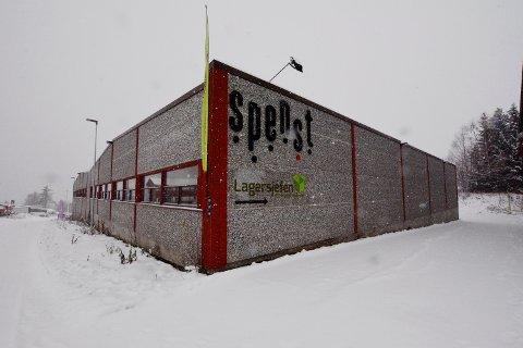 Striden har bakgrunn i eiendomsskatten Lillehammer kommune ila eieren av den gamle Swix-fabrikken i Søre Ål og treningssenteret Spenst.