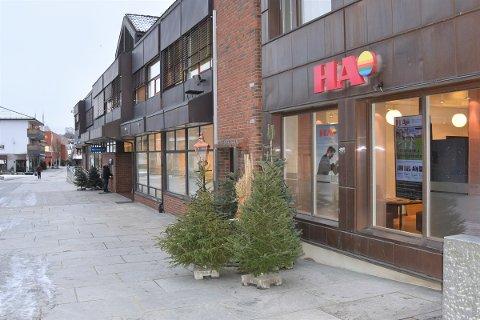 STEILE FRONTER: Det er harde fronter i Hamar Media. Her Hamar Arbeiderblads kontorer i Brumunddal. HA er den største avisen i Hamar Media.