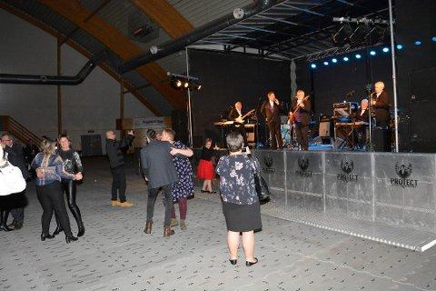Glissent: Det var god plass på dansegulvet i Limtrehallen Foto: Gaute Freng