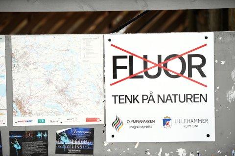 Skilting i løypenettet i Lillehammer, ber skifolket la være å bruke smurning inneholdende fluorstoffer.