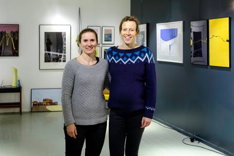 Caroline Strømhylden (t.v) og Ingrid Hokstad har funnet en fin hobby som de attpåtil kan tjene penger på.