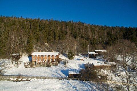 Øvre Skrukkerud ligger i Brekkomsvegen, fire kilometer fra Fåvang sentrum, og er regulert til fritidsbolig.