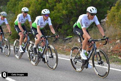 SYK: Edvald Boasson Hagen (fremst) har stått av etapperittet Algarve Rundt i Portugal på grunn av sykdom. Bildet er hentet fra Dimension Datas nettside.