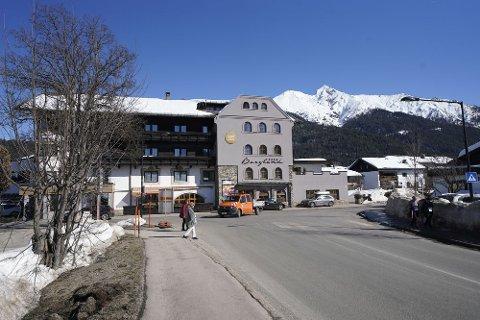 Det har vært en razzia i VM-byen Seefeld ved Hotel Bergland der Østerrike bor under VM. To østerrikske utøvere skal være tatt inn til avhør.