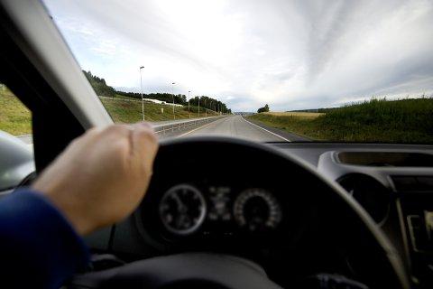 FØRERKORT: La legen stelle med det han kan, vår helse. Og la trafikkskolene kontrollere og hjelpe oss til å være trygge bilister., skriver innsendenen.