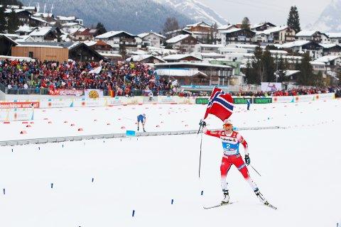 Therese Johaug gikk inn til seier på tremila.