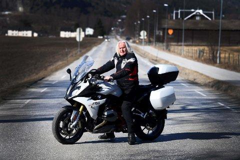 JORDA RUNDT: Oddleif Krokum, Vågå, har mellom 200- og 250 000 kilometer bak seg på motorsykkel.