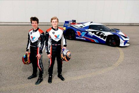 Mads Siljehaug og co-driver Phil Hill (t.v.) starter sesongen i European Series GT4 på Monza-banen i Italia. For Mads blir det en hektisk sesong, hvor han skal kjøre totalt 24 løp i GT4.