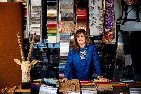 Elena Avellán Steinstad flyttet til Norge  i 1996. Hennes far var oppvokst i Venezuela og drev møbelfabrikk, ifølge henne den største i Sør-Amerika på den tiden.  – Jeg har møbler i blodet. Det er noe jeg har vokst opp med. Jeg ble født i flishaugen.