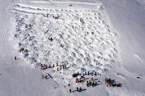 Unngå bratte fjellsider, lyder advarselen fra NVE. Dette bildet er tatt under en øvelse på Finse.