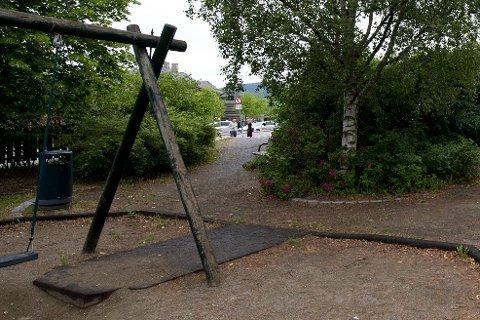 Mari Aasbakken etterlyser et sted i Øyer hvor barna kan leke og kose seg, utendørs. (Arkivfoto)