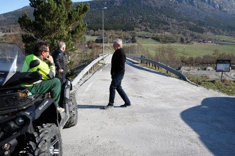 Ordfører Elias Sperstad er glad vegvesenet og fylkeskommunen bestemte seg for å reparere brua.
