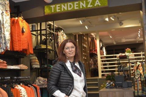 TOUCH AV NATUR: Motebutikken Tendenza har fått en real ansiktsløftning. Eieren Anita Kudsen er såre fornøyd med resultatet.
