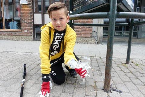 Elias Selven stilte opp på dugnad for fotballgruppa i Roterud IL og plukket søppel etter 17. mai-festen i Lillehammer sentrum.