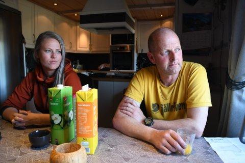Elin Åmodt og Thorstein Åmodt er skuffet over behandlingen de har fått av Skjåk allmenning.