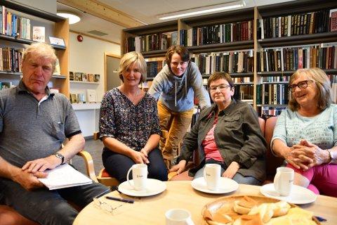 - Dette er en kulturarv vi må vare på, forteller Ola Brenna, Sigrun Eide, Kari Hånsnar, Susanne Brenna og Mari Brenna. Rolv Kristen Øygard er også i komiteen.