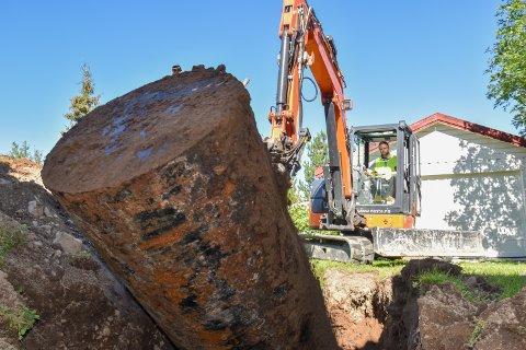 I Lillehammer er det  fortsatt 900 oljetanker i Lillehammer som ikke er gravd opp, bare få uker før fristen går ut.  Bildet er fra tidligere i år, hvor  en huseier  sørget for etterkomme kravet om å fjerne oljetanken.