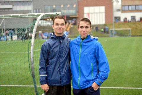 To av mange unge dommeren under Faabergturneringa. Sebastian Kornby (t.v.) og Filip Ziolko dømte tilsammen 22 kamper i turneringa.