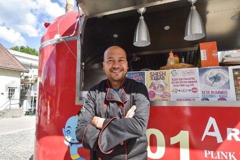 Yasser Shams Aly (41) er en av tre som driver matvogna 1001 mat.