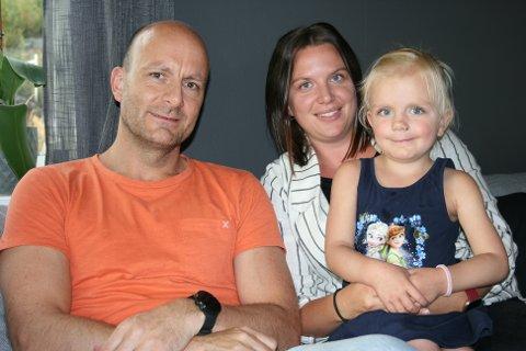 TILBAKE TIL HVERDAGEN: Morten Berg (t.v.), Jeanette Sund Nygård og Michelle trives godt med å være tilbake i vanlige hverdagsrutiner.
