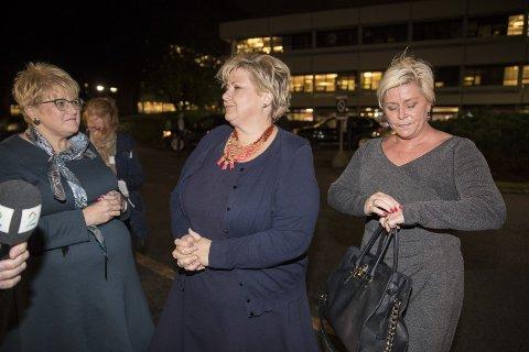 SVEKKET: Erna Solberg er svekket og må balansere mellom Trine Skei Grande og Siv Jensen. Foto: Vidar Ruud, NTB scanpix