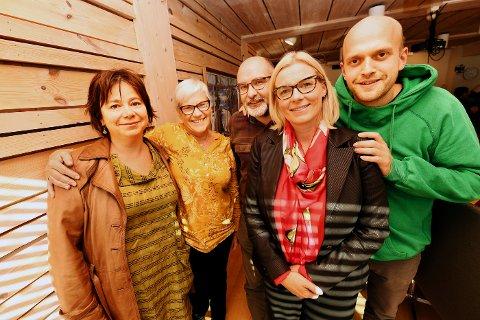 """UNNVIKENDE: Ap og MDG vil vente til 2021 med å prioritere miljø, skriver Øyvin Aamodt. Han bruker E6-utbyggingen i Lågendeltaets verneområde som eksempel på miljømessig """"rasering"""". Bildet viser nye utvalgsledere i Lillehammer, f.v. Ingunn D. Vik (SV), Jytte Sonne (KrF), Knut A. Vassdokken (Ap), ordfører Ingunn Trosholmen (Ap) og Johannes W. Gran (MDG)."""
