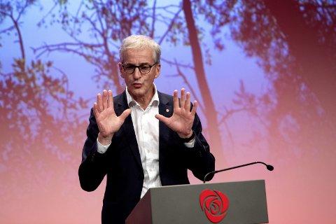 FRA SEG: Ap-leder Jonas Gahr Støre skal forsøke å ikke støte flere velgere fra seg.